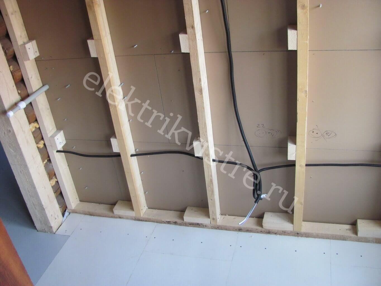 Укладка проводов в деревянных строениях